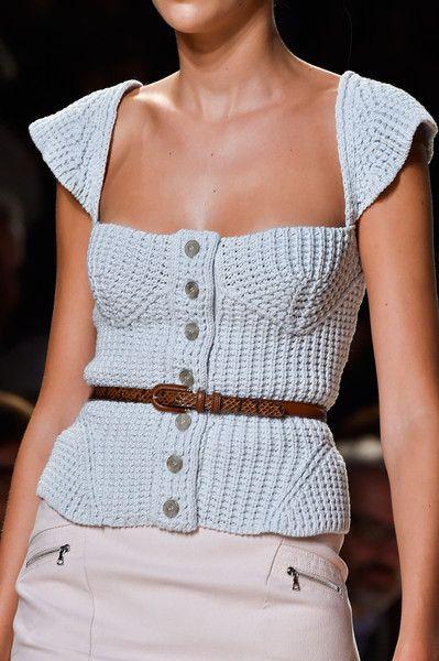 Nina Ricci at Paris Fashion Week Spring 2015 - Details Runway Photos Knitwear Fashion, Crochet Fashion, Mode Crochet, Knit Crochet, Fashion Models, Fashion Outfits, Fashion Weeks, Spring 2015 Fashion, Fashion Fall