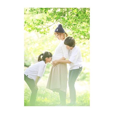 【mari_amoretto】さんのInstagramをピンしています。 《#赤ちゃん #聞こえる ? #お姉ちゃん だよー! . #amoretto #aichi #toyokawa #toyohashi #family #kids #baby #japan #フォトグラファー #出張 #出張撮影 #撮影 #家族写真 #愛知 #豊橋 #豊川 #森 #green #マタママ #マタニティ #hug》