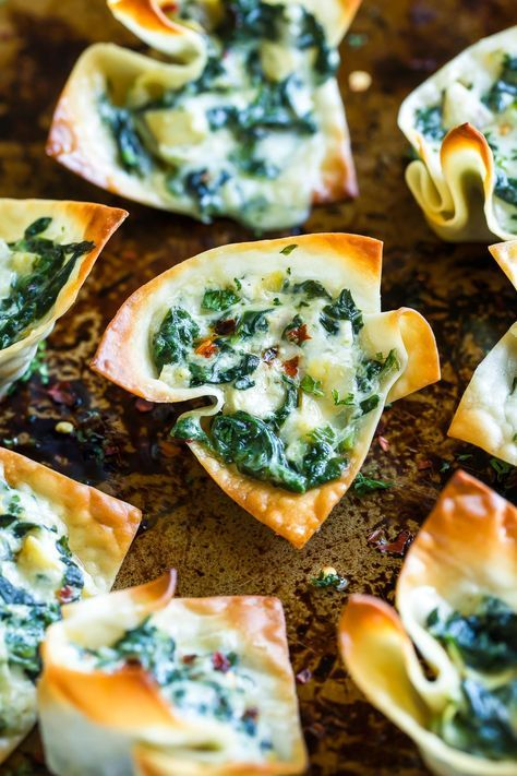 Take creamy spinach dip to the next level with these bitesized Baked Spinach Artichoke Wonton Cups. This crispy cheesy appetizer is sure to vanish at your next party or potluck and the individual cups make perfect handheld snacks Snacks Für Party, Appetizers For Party, Appetizer Recipes, Individual Appetizers, Delicious Appetizers, Easy Vegetarian Appetizers, Christmas Eve Appetizers, Wonton Appetizers, Party Entrees