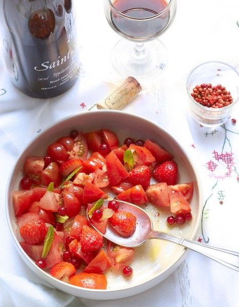 Salade de tomates, fraises, framboises et groseilles pour 6 personnes - Recettes Elle à Table - Elle à Table