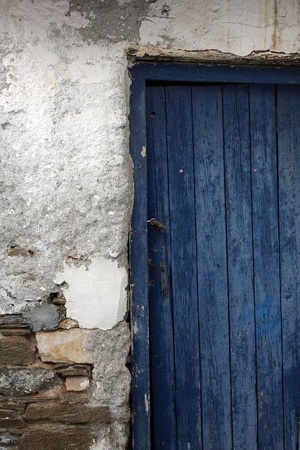 Blue door Stone & Living - Immobilier de prestige - Résidentiel & Investissement // Stone & Living - Prestige estate agency - Residential & Investment www.stoneandliving.com