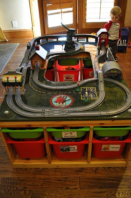 Awesome train table