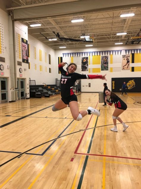 You are in the right place about Volleyball Pictures libero Here we offer you the most beautiful pic Volleyball Team Pictures, Volleyball Poses, Volleyball Jerseys, Volleyball Setter, Volleyball Workouts, Volleyball Players, Softball Pics, Cheer Pictures, Volleyball Outfits