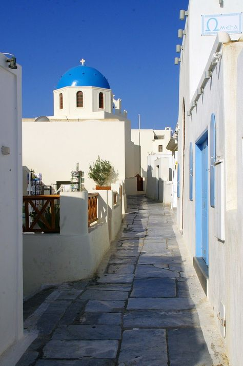 Falling Head Over Heels in Love with Santorini – The Aussie Flashpacker