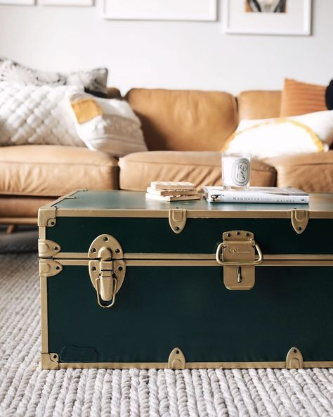 DIY Trunk Coffee Table Thrift Flip – What is Thrifted Home Decor? Thrifted Home Decor Tips & Tricks Trunk Redo, Trunk Makeover, Old Trunks, Vintage Trunks, Wooden Trunks, Trunk Table, Wooden Trunk Coffee Table, Muebles Shabby Chic, Old Chest