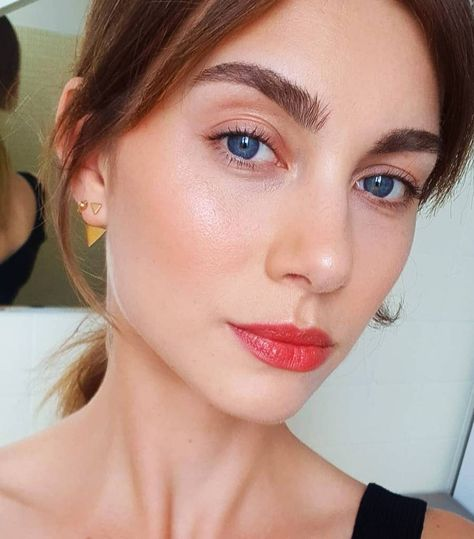 This Is the Difference Between a French and an American Makeup Routine