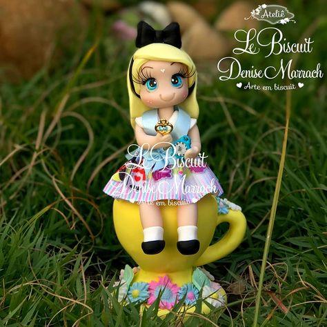 Alice Em Biscuit Pintada E Modelada A Mao Para Topo De Bolo E