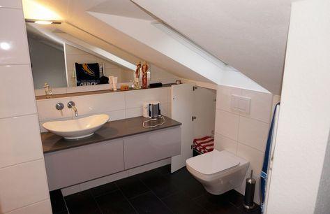 Badezimmer Dachschrage Den Hintergrund Schran In 2020 Altrosa Schlafzimmer Begehbarer Kleiderschrank Dachschrage
