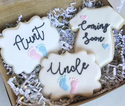 The cutest way to announce your pregnancy to family members- a sweet set of cookies! # pregnancy announcement to family Baby Announcement Cookies Pregnancy Announcement To Parents, Cute Baby Announcements, Pregnancy Announcement To Husband, Reveal Pregnancy To Husband, Baby Announcement Cake, Baby Cookies, Baby Shower Cookies, Summer Cookies, Heart Cookies