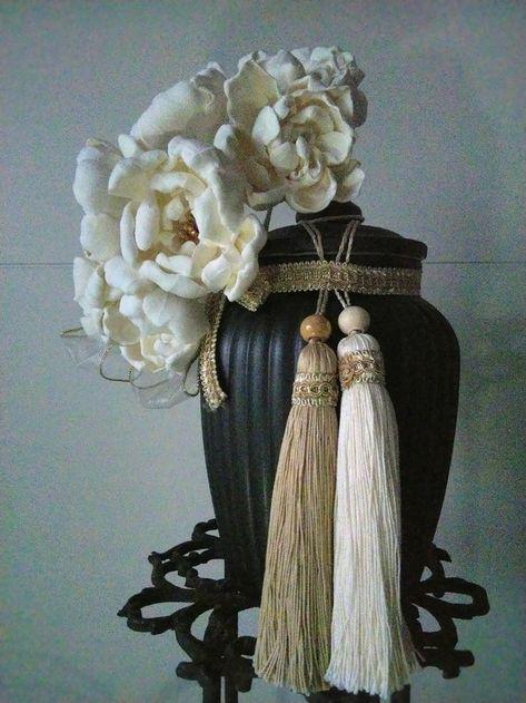 リリー・エデン  「お針子の骨壺」