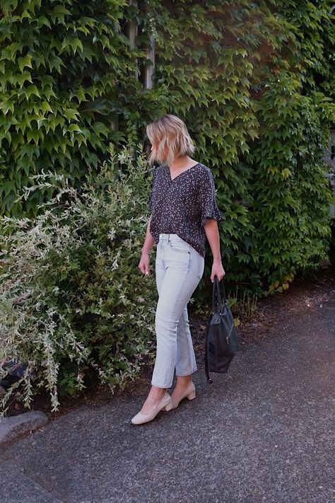 Week Of Outfits Series: A Week Of Minimalist Travel Outfits With Ellie Hughes From Selflessly Styled // The Good Trade // #ethicalfashion #sustainablefashion #ecofashion #slowfashion #slowtravel #travel #ootd #ethicalootd #ethicalstyle