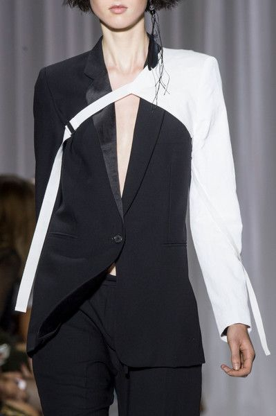 Ann Demeulemeester at Paris Fashion Week Spring 2017 - Details Runway Photos Fashion Week Paris, Fashion 2017, Runway Fashion, Fashion Show, Fashion Outfits, Womens Fashion, Fashion Trends, Vetements Clothing, Damir Doma