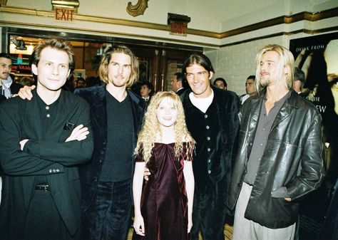 """Tom Cruise and Brad Pitt at the premiere of """"Interview with a Vampire"""" (1994) - Imgur"""
