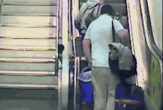 Parce que huit hommes sur dix ne savent pas comment prendre un escalator : | 21 preuves que les hommes sont plus cons que les femmes