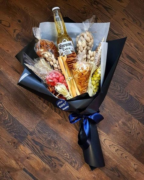 Father Birthday Gifts You meet Valentines Bricolage, Valentines Diy, Valentine Day Gifts, Valentines Ideas For Boyfriend, Food Bouquet, Candy Bouquet, Liquor Bouquet, Homemade Gifts, Diy Gifts