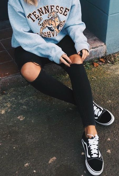 Tendance chaussures mode automne hiver 2017 2018 Outfits 2019 Outfits casual Outfits for moms Outfits for school Outfits for teen girls Outfits for work Outfits with hats Outfits women Teenager Outfits, School Outfits For Teen Girls, Teenager Boys, College Outfits, Vans Outfit Girls, Vans Old Skool Outfit, Teen Boys, Black Vans Outfit, Autumn Outfits For Teen Girls