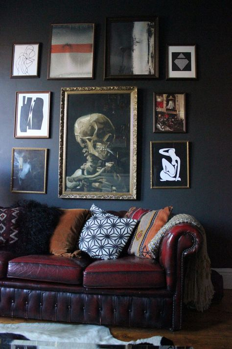 Dark Living Rooms, Eclectic Decor, Gothic Home Decor, Dark Walls Living Room, Eclectic Living Room, Eclectic Home, House Interior, Apartment Decor, Dark Home Decor