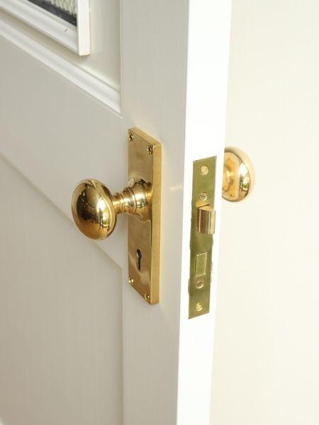レトロな雰囲気が素敵 鍵がセットになった真鍮製ドアノブ