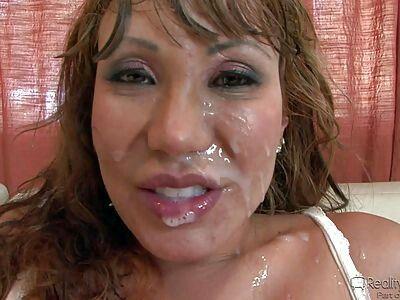 Milfs mit Gesichtsbehandlungen