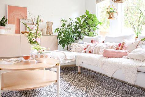 gambar mungkin berisi: tabel dan dalam ruangan   dekorasi
