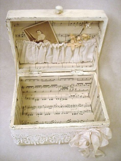 Shabby Suitcase Decorated With Sheet Music. flowers aesthetic Easy to Make Romantic Sheet Music Decorating Projects- DIY Vintage Decor Ideas 2017 Diy Vintage, Vintage Crafts, Vintage Decor, Shabby Vintage, Vintage Style, Collage Simple, Manualidades Shabby Chic, Sheet Music Crafts, Sheet Music Decor