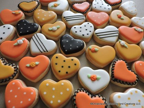 halloween cookies decorated Mini heart collection of hand decorated sugar cookies for weddings, showers, birthdays and other events ( Cheese Cookies, Mini Cookies, Fall Cookies, Heart Cookies, Cut Out Cookies, Cookies Et Biscuits, Summer Cookies, Thanksgiving Cookies, Christmas Cookies