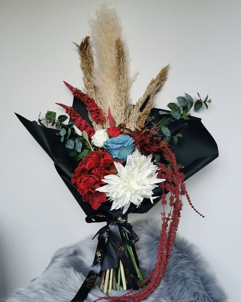 At Fool Flowers it's clear we love our bold vibrant colours. Our Red Velvet comprises of textured amaranthus and dried grasses with the bold hydrangeas and roses. We love this display. What are your thoughts? www.foolflowers.co.uk . . . . #foolflowers, #fauxflowers, #driedflowers, #driedgrasses, #flowers, #floraldesign, #flowerbouquet, #flowerbouquets, #gifts, #mothersday, #handtiedbouquet, #interiors, #interiordesign, #interiordecor, #home, #brightflowers, #beautiful, #beautifulhomes, #love, #