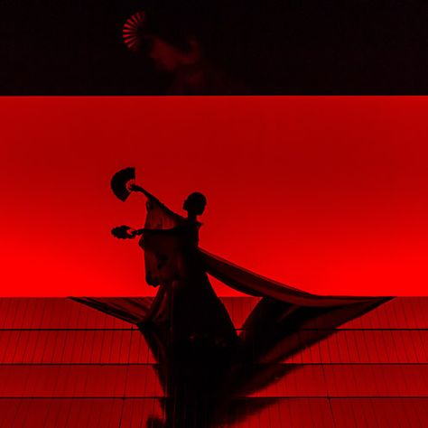 Anthony Minghella's production of Puccini's Madame Butterfly, London Coliseum Theatre Night Aesthetic, Red Aesthetic, Aesthetic Pictures, Radio Usa, Plakat Design, New Years Decorations, Scenic Design, Stage Design, The Last Airbender