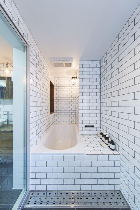 人気のサブウェイタイルをふんだんに使用した浴室は 在来工法で