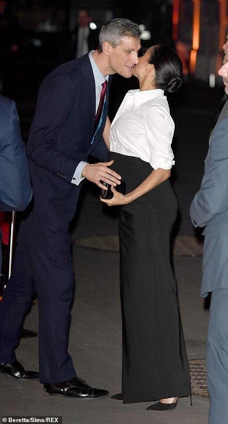 Pin By Jackie Suarez On Duchesse Meghan Son Style Elle Ne Le Copie Pas Modeuse D Elle Meme Harry And Meghan Prince Harry And Meghan Meghan Markle