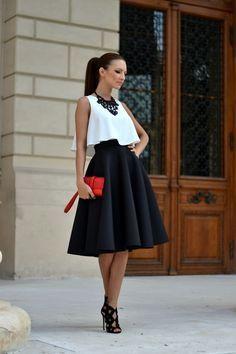 Invitadas con falda midi, ¡lo marcan las tendencias!