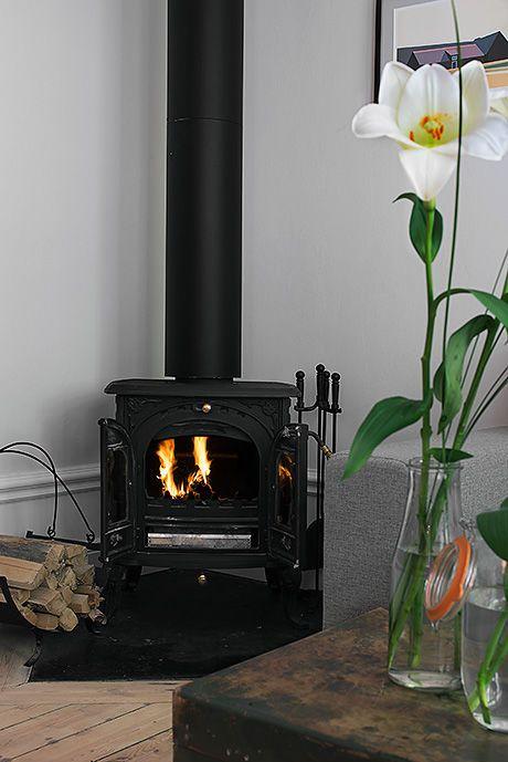 Zeliwny Kominek W Salonie Scandinavian Home Interior Wood Stove