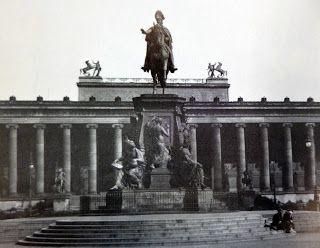 1918 Denkmal Fur Friedrich Wilhelm Iii Im Berliner Lustgarten Im 2 Weltkrieg Beschaedigt Wurde Es 1950 Als Buntmetall Berlin Germany Historical Pictures Berlin