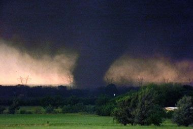 Okla Tornado Loosely Followed Path Of 1999 Twister Nature Tornadoes Tornado Pictures