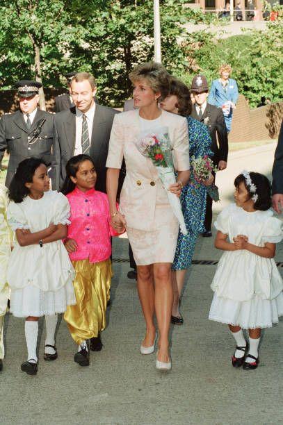 Esther Chua Adli Kullanicinin Unforgettable Woman Panosundaki Pin Prenses Diana Diana Prenses