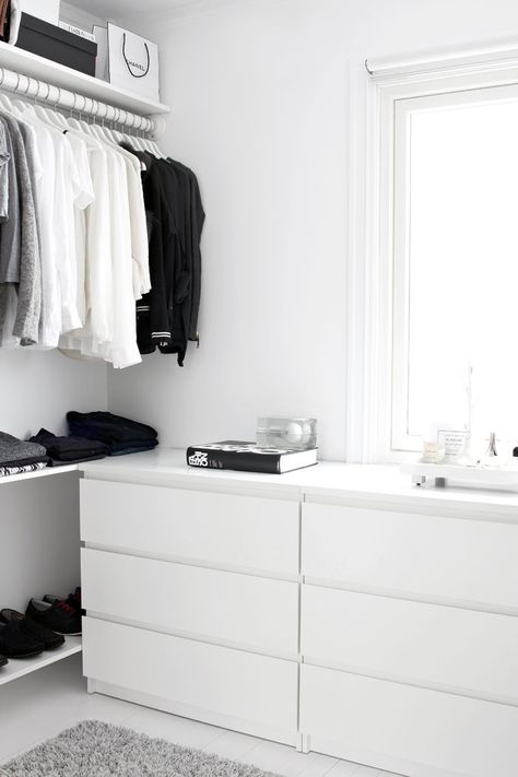 Walk-in-Closet on a low budget! | Stylizimo