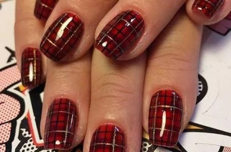 25+ Easy Nail Art Designs for Christmas   Hey-Cinderella