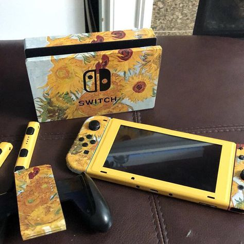 accessories aesthetic Twelve Sunflowers By Van Gogh Skin For The Nintendo Switch Nintendo Switch Game Console, Nintendo Switch Case, Minecraft Banner Designs, Minecraft Banners, Nintendo Lite, Nintendo Games, Wii Games, Super Nintendo, Nintendo Switch Accessories