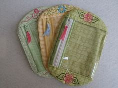 Free easy in the hoop quilted top zipper wristlet with tutorial