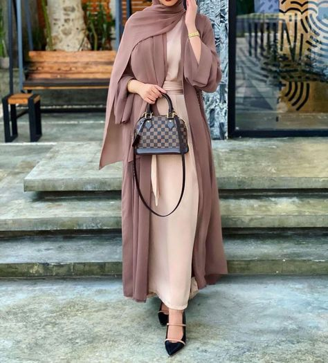 Top 8 Wardrobe Essentials For Muslimahs