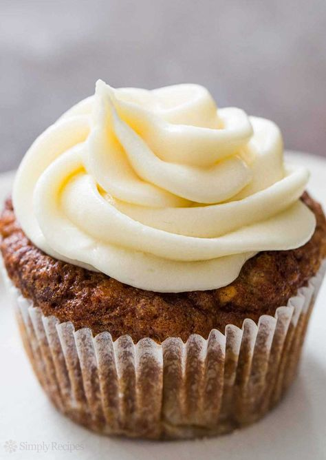 So easy! Classic cream cheese frosting with cream cheese, butter, powdered sugar, and vanilla. Perfect for frosting carrot cake, cupcakes, cookies. On SimplyRecipes.com #dessert #baking #cupcake #frosting