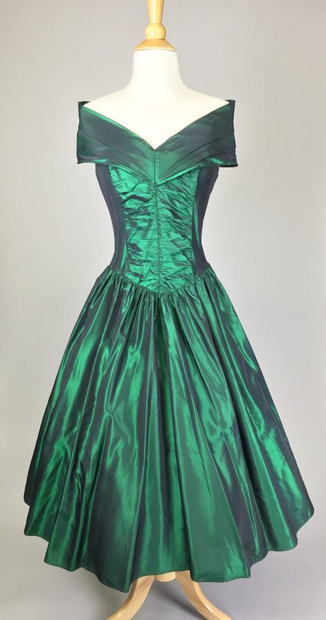 9d066b3403e The Gal From Emerald City - 80s Iridescent Green Prom Dress Women s Size  Small by RIPandROSE on Etsy
