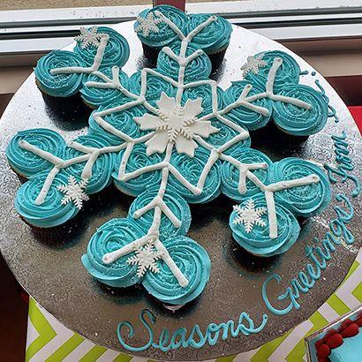 ele Cake Co Frozen Birthday Cupcakes, Frozen Cupcake Cake, Christmas Cupcake Cake, Giant Cupcake Cakes, Pull Apart Cupcake Cake, Pull Apart Cake, Frozen Themed Birthday Party, Disney Frozen Birthday, Princess Cupcakes