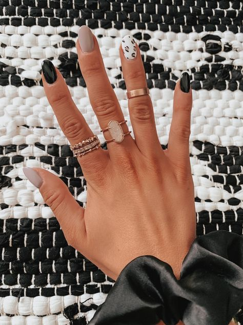 In search for some nail designs and ideas for your nails? Listed here is our set of must-try coffin acrylic nails for cool women. Winter Nail Art, Winter Nails, Spring Nails, White Summer Nails, Gorgeous Nails, Pretty Nails, Cute Fall Nails, Simple Fall Nails, Nail Design Glitter