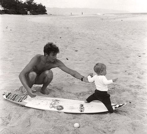 young daddy and a baby in the beach Cute Relationship Goals, Cute Relationships, Marriage Goals, Cute Family, Family Goals, Family Family, Happy Family, Cute Boys, Cute Babies