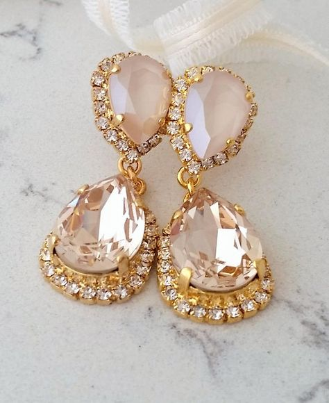 #jewelry #earrings #chandelierearrings #bridesmaidgift #bridalearrings #vintageearrings #bridesmaidsearrings #bridalwedding #swarovskiearrings #crystalearrings #chandelierearrings #bridaljewelry #champagneearrings #blushearrings #lightpeachearrings #creamearrings