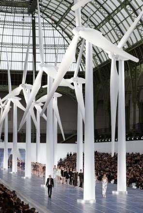 Best Fashion Show Stage Catwalks Ready To Wear Ideas Catwalk Design Chanel Fashion Show Fashion Installation