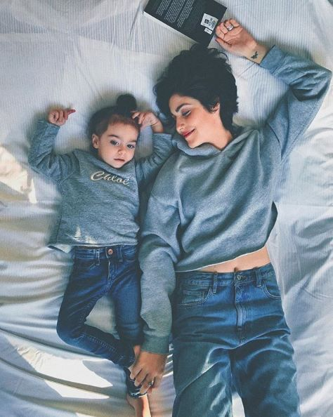 A Fashion Blogger Shares Her Mother Daughter Moments And They Are Nothing But Adorable Family Photo Outfits Short Hair Model Fashion Blogger