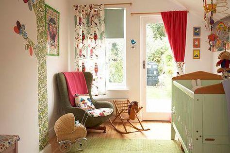 Ontspannen sfeertje in retro groen/rood/hout met prints