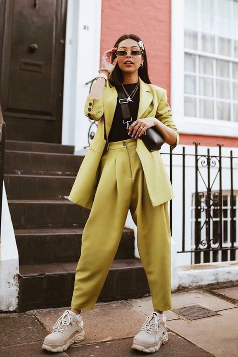 This ASOS suit becomes an It B within 24 hours.- Dieser ASOS-Anzug ist innerhalb von 24 Stunden zu einem It Buy geworden – frauenmode This ASOS suit has become an It Buy within 24 hours - Suit Fashion, 80s Fashion, Look Fashion, Fashion Outfits, Fashion Tips, Fashion Trends, Paris Fashion, Womens Fashion, Feminine Fashion